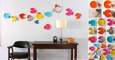Рибки плуват по стената