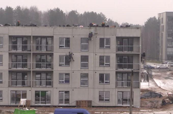 Ремонтът на апартамент през зимата.